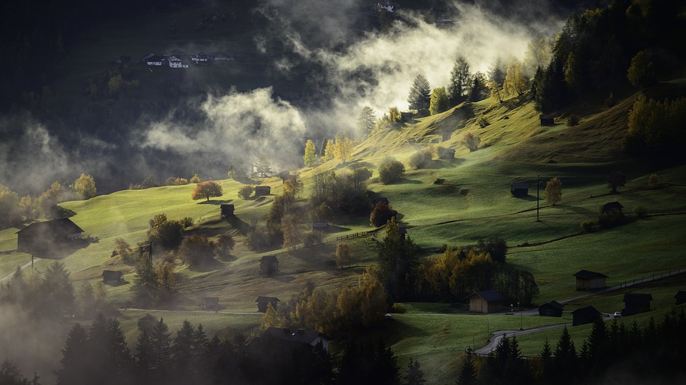 "<span class=""urisp-layout3-title urisp-layout3-title-46"">Landscape Autumn Fog Village</span><span class=""urisp-layout3-desc urisp-layout3-desc-46"">Lorem Ipsum has been the industry's standard dummy text ever since the 1500s</span>"